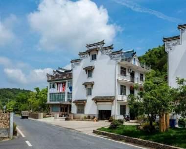城镇户口子女能否继承农村宅基地及上面的房屋?